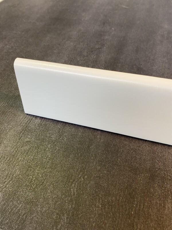 battiscopa-legno-laminato-bianco-70x10.