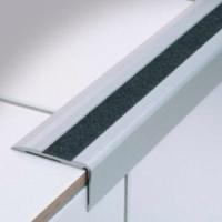profilo per gradino in alluminio e con striscia antisdrucciolo