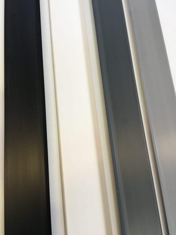 barre zoccolino battiscopa in PVC espanso, nero, bianco, grigio
